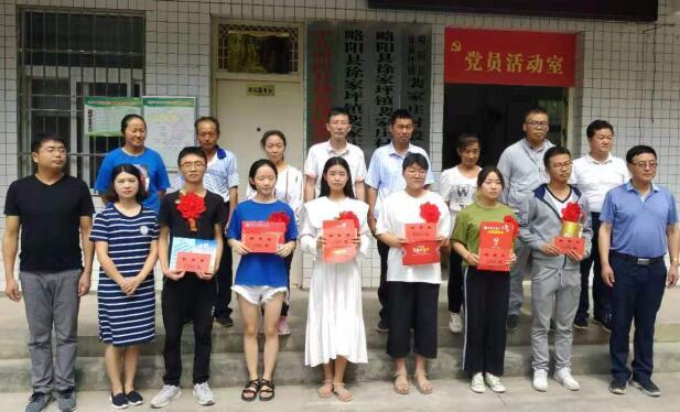 略阳县劳动服务局扎实开展爱心助学活动