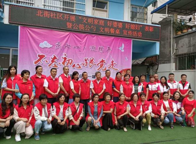 汉阴县养老保险经办中心认真开展社区志愿服务活动