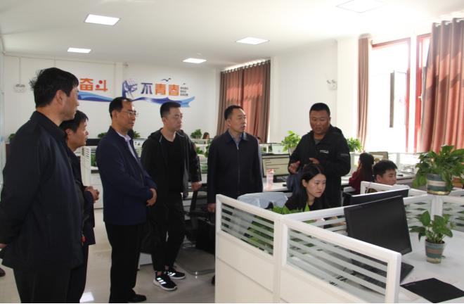 榆林市人社局白红波副局长一行4人深入清涧县考核指导标准化创业中心建设工作