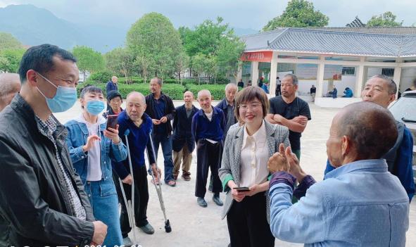 """汉阴县养老失业工伤经办中心:""""学党史践行动 为民办实事"""""""